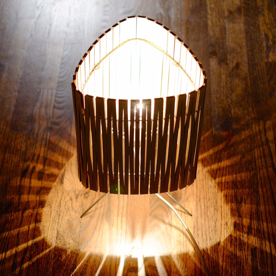Lampe poser contemporaine en carton d coup kerflight disponible en plusie - Lampe a poser contemporaine ...