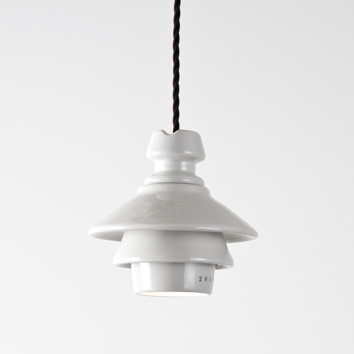 Petite suspension industrielle en c ramique battersea for Suspension luminaire original