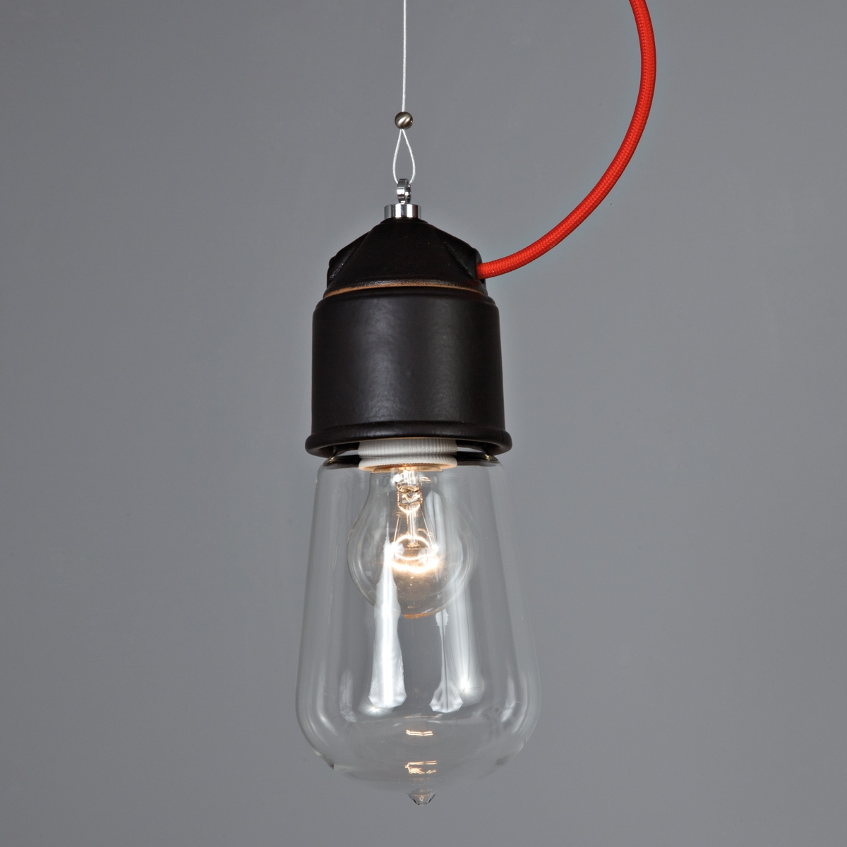 Suspension ampoule au design industriel en c ramique de for Suspension ampoule