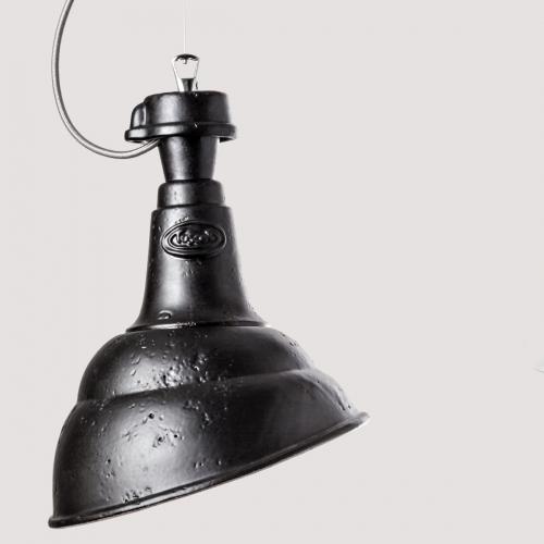 Suspension industrielle en céramique avec abat-jour noir