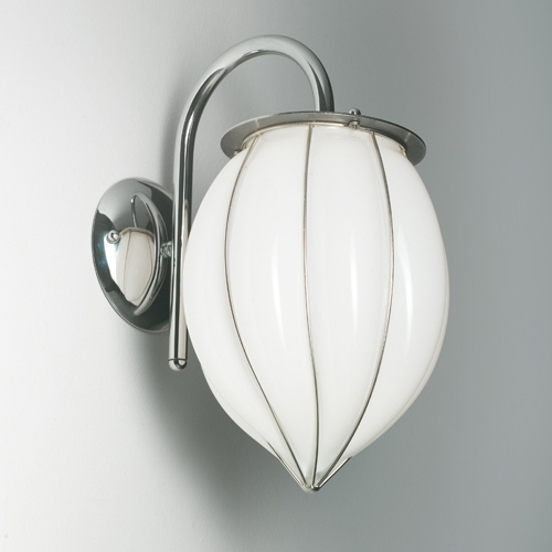 applique murale avec un diffuseur en forme de goutte en verre souffl de murano lampe. Black Bedroom Furniture Sets. Home Design Ideas